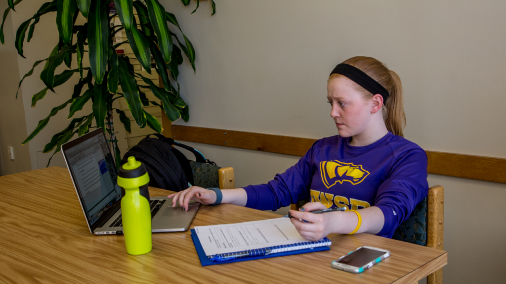 Alyssa Deem gives three reasons why taking an online class is beneficial and provides helpful advice to students.