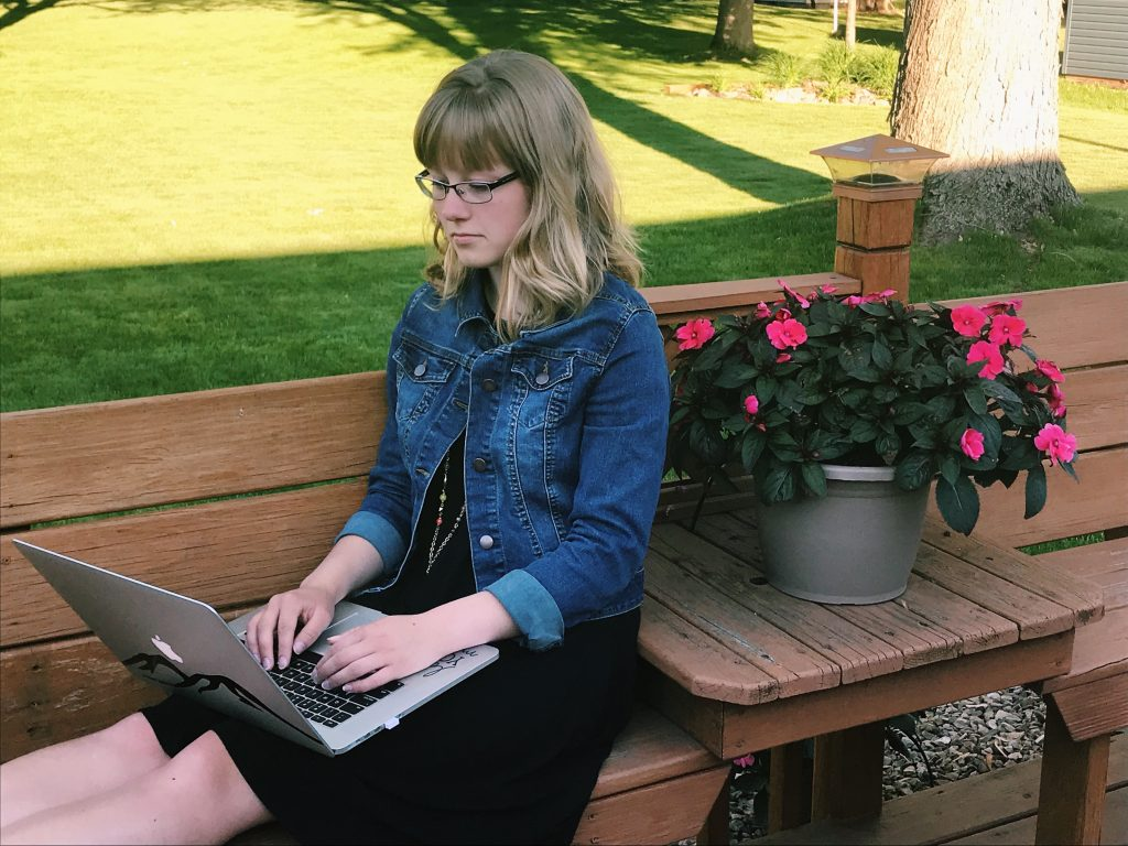 UW-Stevens Point's newest blogger and graphic design student, Nicole Kivela, introduces herself.